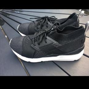 #30dayssellout Helt nye sko fra Puma. Kun haft på 1 gang. Er en str 38,5 men jeg bruger 39 så de er til den lidt store side. Nypris 800,-