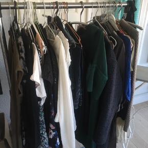 Har masser af lækkert tøj i S og L og XL Kig i min profil, så finder vi en tid til et lille loppemarkedssalg!😀 Kan hentes i Århus Midtby og Århus N Tøjet ses i Århus N ( Christiansbjerg)😀