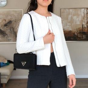 Denne flotte off-White jakke er aldrig brugt, kun prøvet på😍  Str 38 men er lidt kort, så måske en 36-lille 38👍🏻👍🏻 #30dayssellout