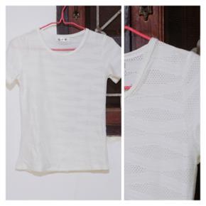 """👚T-shirt blanc légèrement """"transparant"""" dû aux motifs🔶️Taille S"""