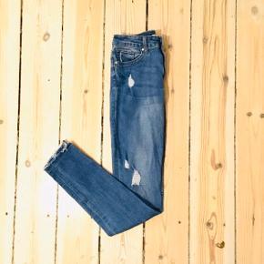 H&M jeans i str 34  66% cotton 30% polyester 3% viscose