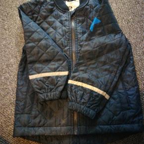 Pæn termo jakke, dog gået lidt op i syningen ved lynlås, brugt en gang.