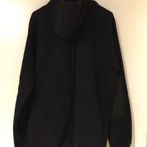 Jeg sælger en Colour Wear hættetrøje, som bruges til Ski/board. Den har aldrig været brugt.