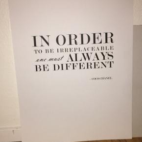Pæn plakat fra Desenio🎨, 50x70 cm 🙌🏼 Sælges grundet køb af ny 💫   SKAL AFHENTES 💛