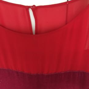 Super flot kjole str. 40  Er en oversize model passes af 38-42  Mærket klippet sf i ryggen  82 rayon 18 silke Foer polyester