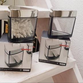2 smukke Stelton krukker til badeværelset sælges for 100 kr pr stk