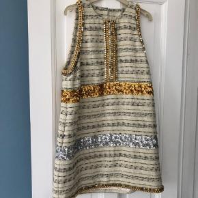 Smuk Malene Birger Callinga kjole med palietter, kæder og sten.  Brugt sparsomt.   Pris 1000kr Kan sendes med DAO på købers regning