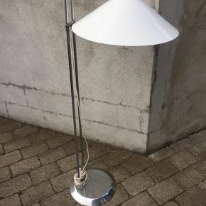 Retro standerlampe, kender ikke designer, med brugsspor  - fast pris
