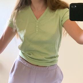 Sød tshirt fra paprika. Lækker kvalitet.  Tshirtens størrelse er L, men vil mene at den også passer M og S