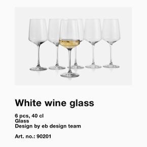 Sælger disse vinglas, da jeg har fortrudt købet, de er aldrig taget i brug, har hele tiden stået i kassen.  Jeg har 12 hvidvins glas og 6 rødvins glas  Pris er 400 for alle glas, sælger helst samlet  Bemærk at normal pris for 6 glas er 400kr!  Ellers BYD!