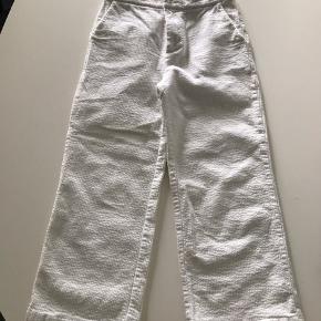 Hvide fløjlsbukser ben med vidde, brugt få gange som ny