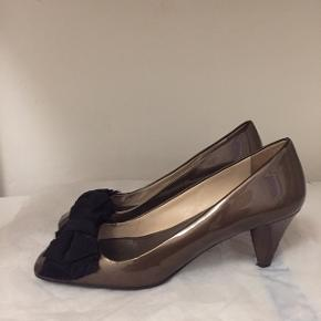 Hælen er ret slidt, så sælges meget billigt!  Bare byd!! (Købt over trendsale)