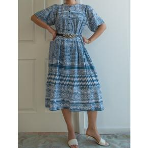 The color is really special, and if you look into all the patterns on this dress, they are quite amazing!💓  Kind of one size, but more to the M/L side. Chest measures about 104cm.🏵️  100% cotton.  650kr Free shipping in Denmark.