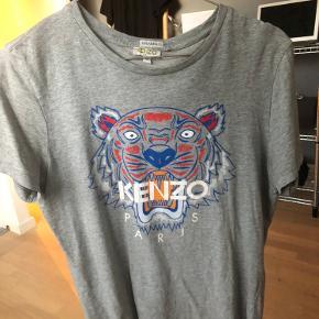 Sælger denne Kenzo T-shirt. Skriv for flere billeder.