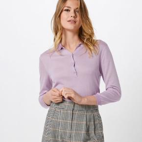 Den populære Knit Polo fra second female i xs/34 sælges.  Aldrig brugt, kun prøvet på.  Materiale ses på sidste billede.  Bytter ikke.