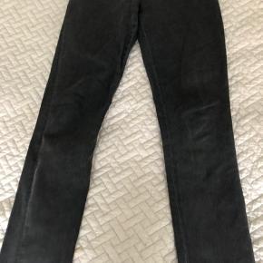 Acne Back Zipp Skinny Jeans 25/26