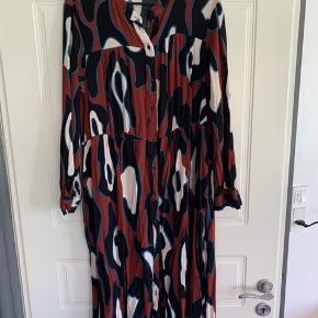 Super flot kjole fra Vero Moda. 😊 Passer også en XL.