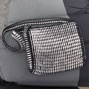 Speciallavet taske. Købt for 600 kr. Aldrig brugt