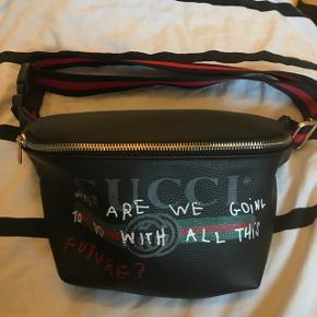 Ikke ægte Gucci bæltetaske. Købt i sommers og brugt ca 3 gange. Køber betaler fragt
