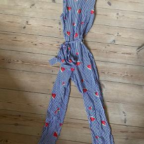 Jumpsuit fra Glamorous med vandmelon-print og blå og hvide striber.   Uk størrelse 6.