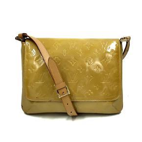 Har slid udenpå tasken, samt misfarve under flappen.  Original dustbag medfølger.  Mål: 26x19x9cm  Skriv endelig ang. mere info.  No. 2712