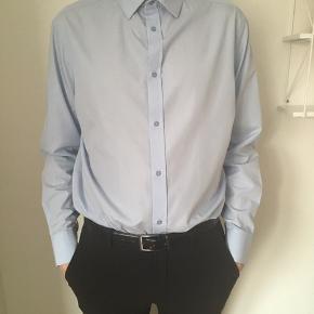 Skjorte fra bertoni, aldrig brugt. Nypris: 400kr