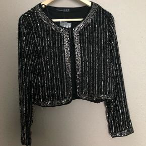 BYD ‼️Sælger cardigan, kjole og blazer fra Envy. Alt er næsten som nyt og sælger til gode priser. Har bare brug for nyt tøj og vil derfor gerne sælge ud af det jeg ikke bruger . Så BYD! 😁