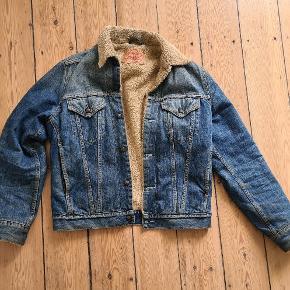 Fed Levi's denim jakke med foer.