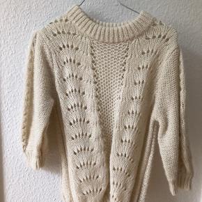 Sweater med korte ærmer fra NA-KD aldrig brugt eller vasket. Nypris var 289kr - Har dog ikke prismærke på. Størrelse S. ❣️