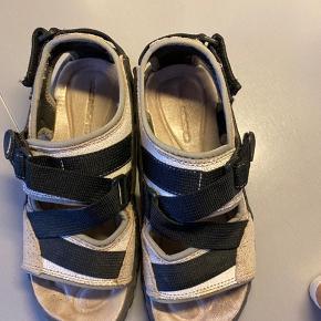 Fine sandaler max brugt 10 gange, passer ikke lige min fod😅