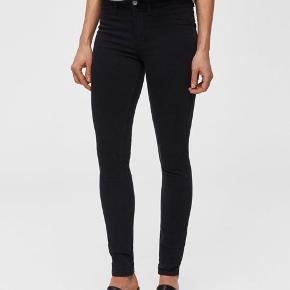 Brand: Selected Femme leggings Varetype: bukser Farve: sort Oprindelig købspris: 499 kr. Kvittering haves.  Helt nye jeggings, som aldrig er taget i brug.