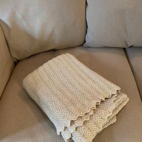 Lækkert tæppe i 100% cashllama. Med prismærke på. Aldrig brugt