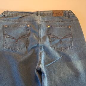 Lyse jeans fra Cellbes.  Str. 42.