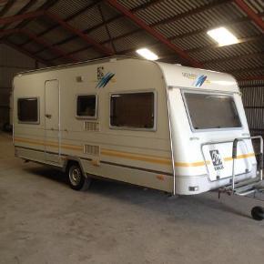 Knaus Südwind campingvogn årgang 1996 med fugtskade sælges evt. Til dig der kan bruge reservedelene, inventar eller andet.   (Billedet er lånt, men det er samme model)   Køber skal selv afhente vognen på Fanø BYD!!!!!!