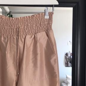 Nanushka bukser