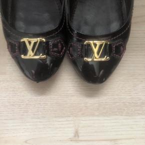 Louis Vuitton sko, som næsten er som nye.  Kan kun måske finde kvittering eller andet originalt.. De har kostet omtrent 3500kr fra ny. - Jeg tager gerne i mod bud 😄