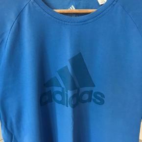 Adidas tee Str. L Brugt 5-7 gange, fremstår som næsten som ny.