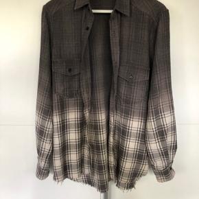 Ojardorf skjorte  Standen er som ny grundet den aldrig er brugt.  Perfekt til sommer!   Kan sendes for 40kr
