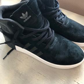 Adidas sneakers, næsten ikke brugt