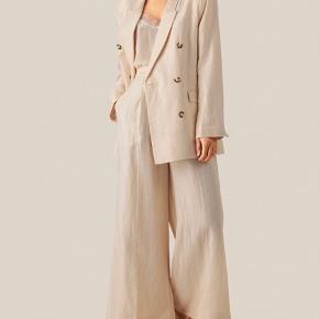 Flotte vidde bukser fra Second Female sælges (har også blazeren).  Aldrig brugt - stadig med prismærke.  BYD endelig