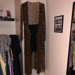 Slå-om-kjole fra Envii. Brugt maks to gange :)