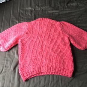 Den smukke Julliard mohair sweater fra Ganni. Har kun gået med den to gange i kort tid. Derfor er den stort set som ny😊 Ingen pletter, løse tråde eller noget. Super dejlig at have på! Kan passes af en xs-s.