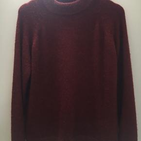 Sælger denne flotte sweater. Den er en strørrelse xs/s, men er lidt stor i størrelsen.