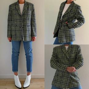 Vintage blazer i lime/marineblå.  60% Bomuld 40% Viskose