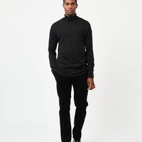 Sælger denne lækre og stilede  rullekrave fra det populære danske modebrand, Minimum. Den er aldrig brugt.  Byd!