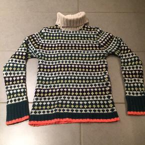 Lækker lyse grå strik. Uld, angora og nylon.  Brugt begrænset. 150 kr  Mads Nærgaard uld strik. 200 kr