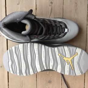 Sælger mine Jordan 10s. Aldrig brugt og i perfekt stand.