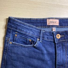 Flared jeans i perfekt stand  Str M, i livet 32 i benene Køber betaler fragt
