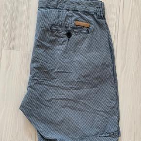 Selected Homme stribet shorts i blå-grå/hvid str. L.  Nypris 600 kr.  Brugt meget få gange.
