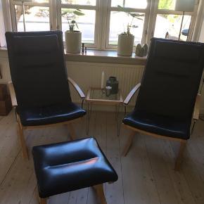 Velholdt læderstol med nakkestøtte. Pris pr stk 2000kr, 2 stk for 3500kr. 2 stole incl. tilhørende skammel og lille bord 4000kr. Afhentes i Odense C.